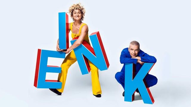Die beiden Artisten turnen auf Buchstaben