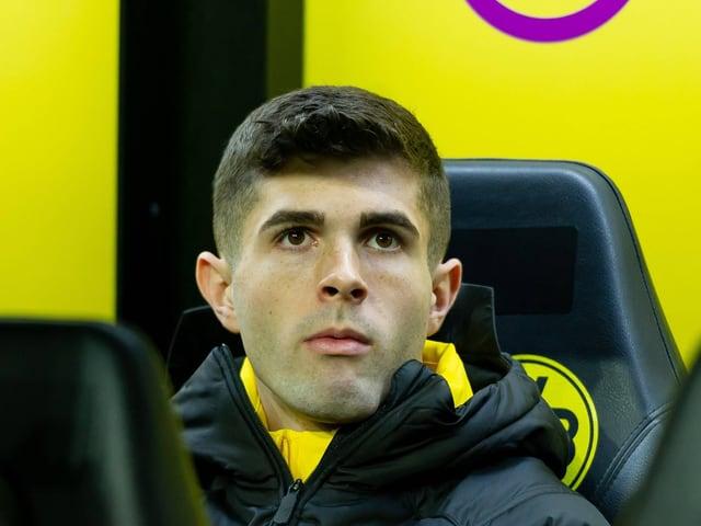 Christian Pulisic sitzt auf der Bank.