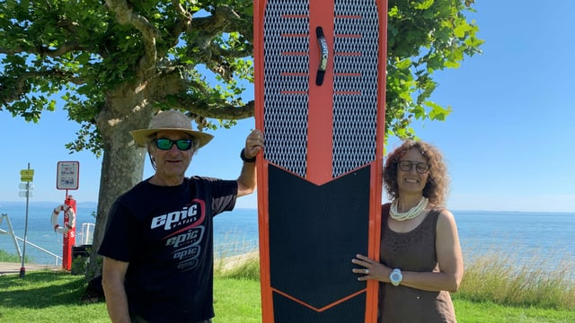Stand Up Paddler in Arbon werden instruiert, nur dort auf dem See zu paddeln, wo wenig Störpotenzial vorhanden ist.