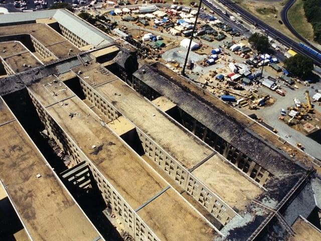 Schwarz verbrannter Gebäudeteil im Pentagon.