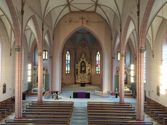 Das Innere der neugotischen Kirche von Leuggern.