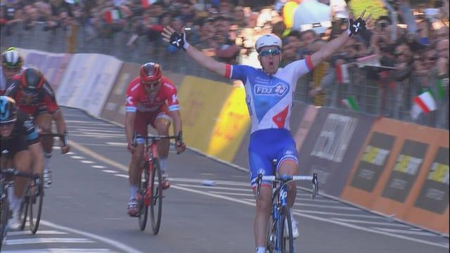 Arnaud Démare holte den Sieg bei Mailand-Sanremo 2016.