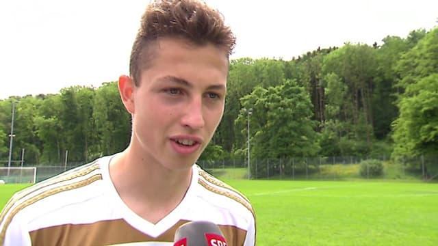FCL-Spieler Remo Arnold bei einem Interview mit dem Schweizer Fernsehen SRF.
