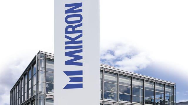 Fabrik mit Mikron-Schriftzug.