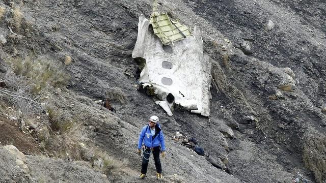 Forzas da salvament al lieu da disgrazia en las Alps franzosas.
