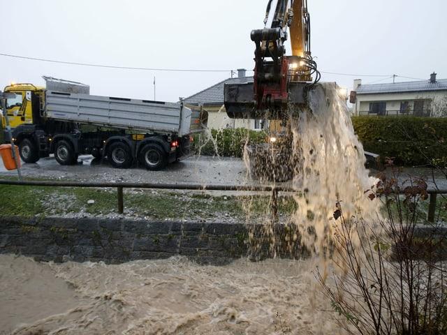Winter in Österreich: Hochwasser, Schnee und abgerutschte Hänge