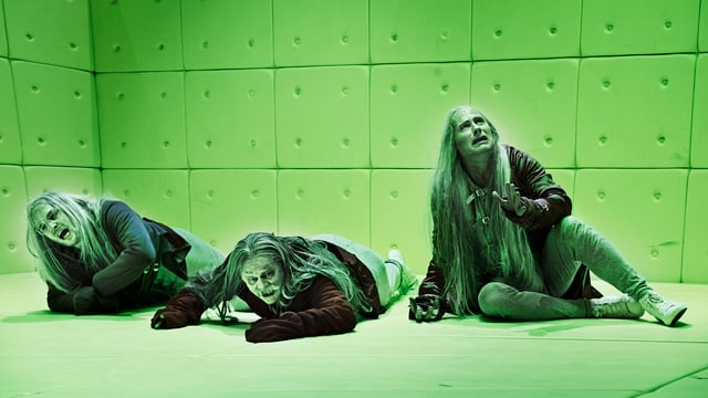 Die Schauspieler Milian Zerzawy, Gottfried Breitfuss und Wolfram Koch in der Inszenierung von «Die Physiker» am Zürcher Schauspielhaus.