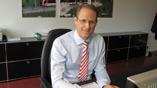 Renato Fasciati am Bürotisch