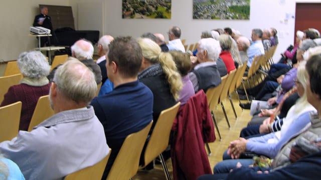 Katholikinnen und Katholiken der Kirchgemeinde Buchrain Perlen an der Informationsveranstaltung.