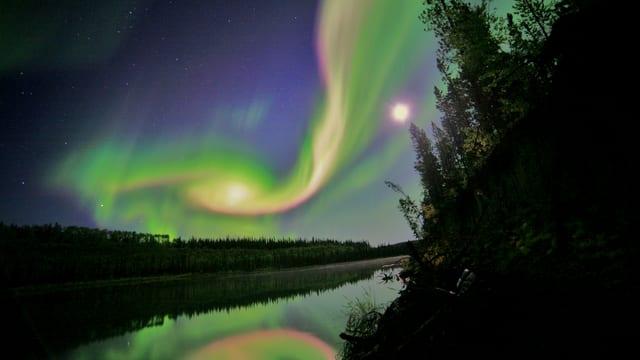 Das Farbenspektakel von Polarlichtern.