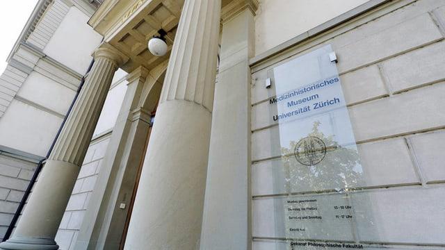 Aussenansicht des Eingangs zum Medizinhistorischen Museum der Universität Zürich
