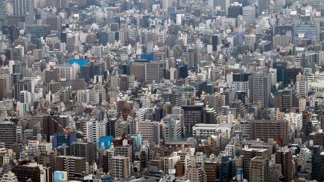 Blick auf Häuser in Tokio aus der Luft