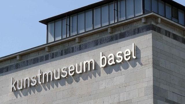 Blick auf die Hausfassade des Kunstmuseums mit dem Museumsschriftzug