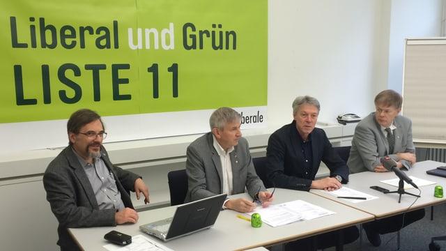 Mitglieder der Grünliberalen an einer Medienkonferenz.