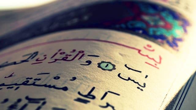 Die aufgeschlagene Seite eines Korans.