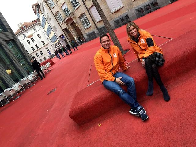 Roter Platz in St. Gallen. Im Jahr 2005 überzogen Künstlerin Pipilotti Rist und Architekt Carlos Martinez den Platz im Bleichi-Quartier mit Gummigranulat.