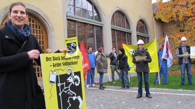 Demonstration gegen Sparmassnahmen vor dem Schaffhauser Rathaus.