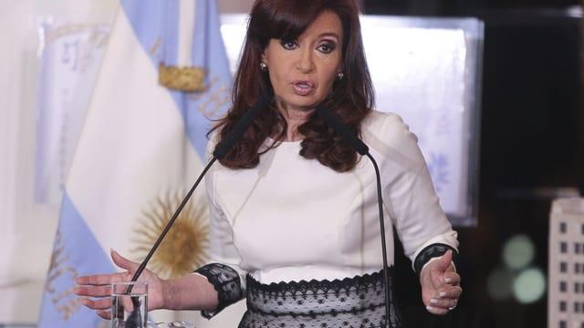 Argentiniens Präsidentin Kirchner am Rednerpult.