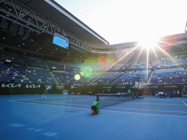 Ballkinder auf einem Platz an den Australian Open.