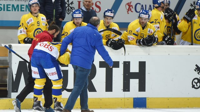 Gregory Sciaroni wird vom Eis geführt.