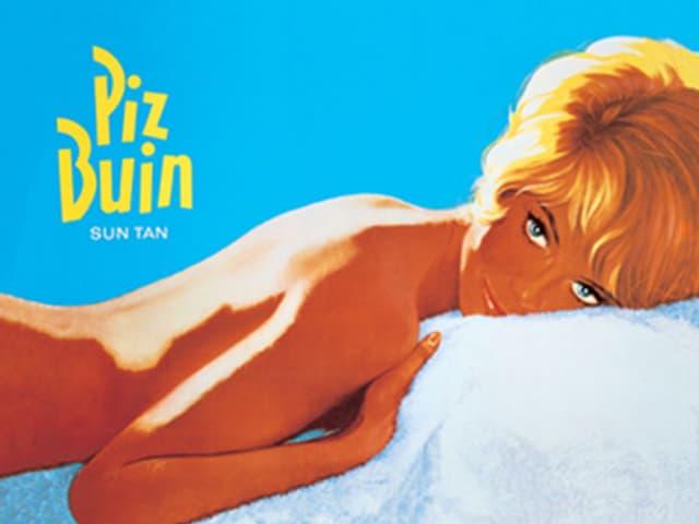 Blonde, braungebrannte Dame liegt nackt auf weissem Frotteetuch