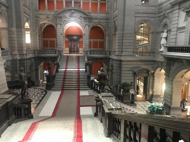Treppen in der Kuppelhalle.