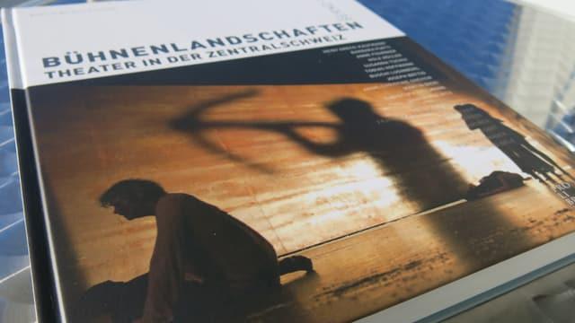 Der Deckel des Buches «Bühnenlandschaften. Theater in der Zentralschweiz».