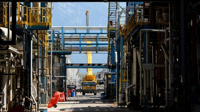 Teilansicht der Raffinerie Collombey