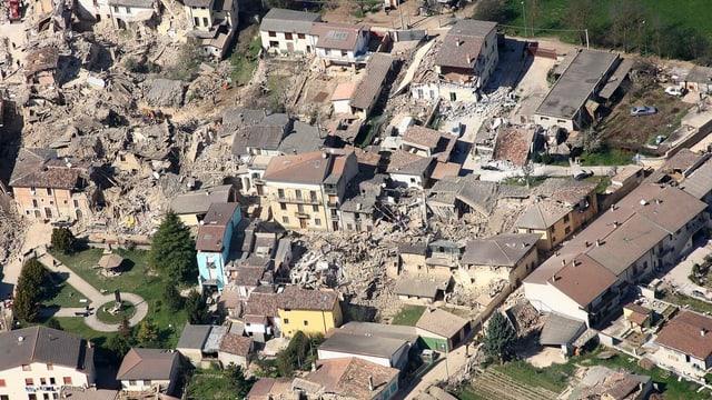 Luftbild von L'Aquila im April 2009.