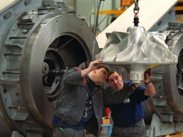 Montagevorbereitung eines Verdichterrades fuer Turbolader im ABB-Werk Baden, aufgenommen am 8. November 2001.