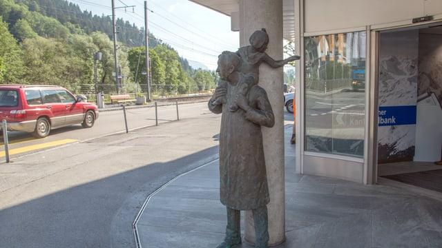 Bab cun figlia sin las spatlas (Banca Chantunala, Glion).