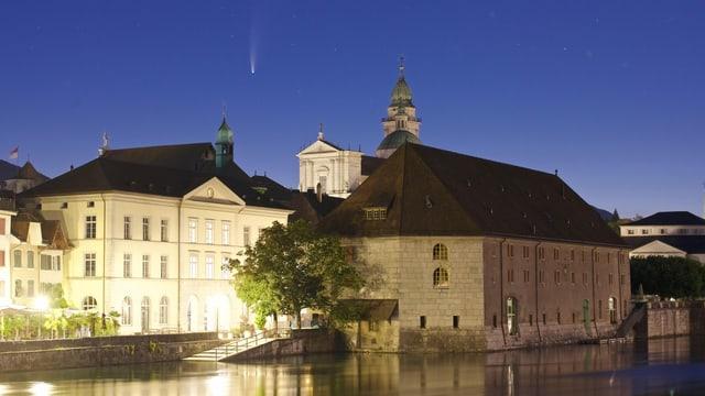 Komet Neowise über der St. Urseren Kathedrale in Solothurn.