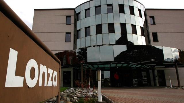 Bild des Firmengebäudes der Lonza in Visp.