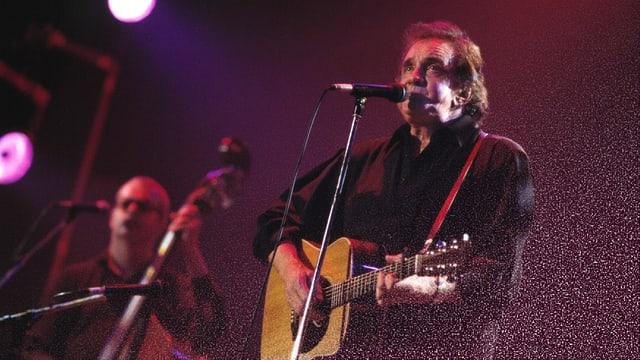 Johnny Cash auf der Bühne.