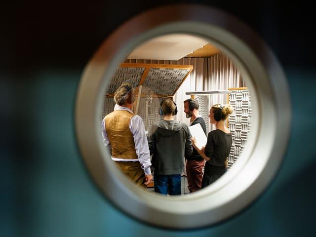 Blick ins Hörspiel-Studio: Schauspieler und Sprecher bei den Aufnahmen zum Hörspiel «Pilgrim».