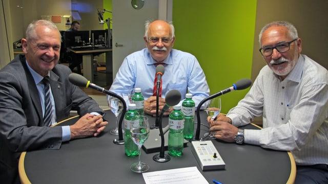 Die Ausserrhoder Regierungsräte Rolf Degen, Jakob Brunnschweiler und Jürg Wernli im SRF Studio St. Gallen.