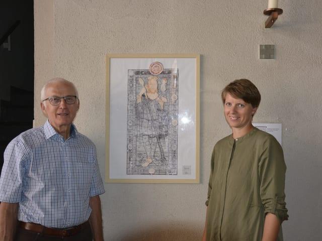 Il president da la plaiv Sep Cathomas e la commembra da la cumissiun Annadora Friberg.