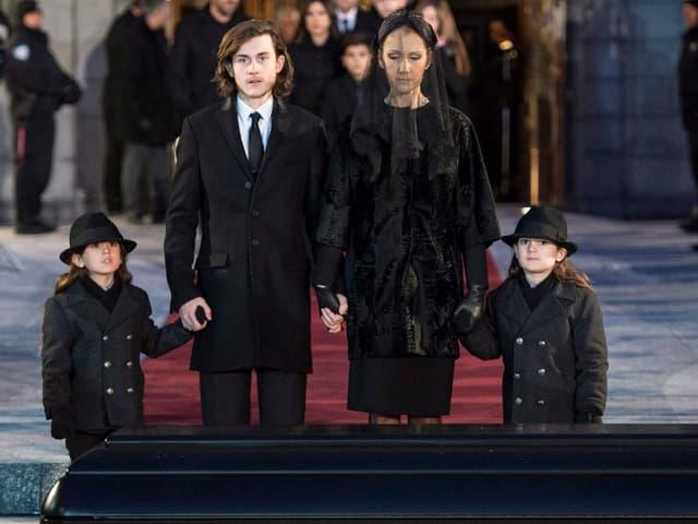 Céline Dion und ihre Kinder an der Beerdigung von René Angélil.