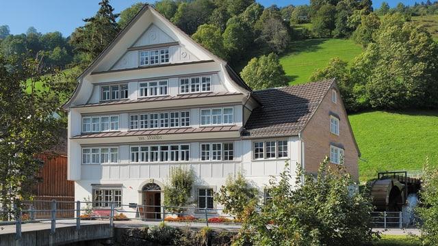 Schmuckes Haus im typischen Toggenburger Stil.