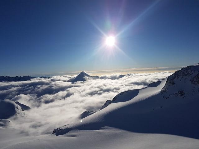 Phantastische Aussicht über dem Nebelmeer, Blick Richtugn Matterhorn.