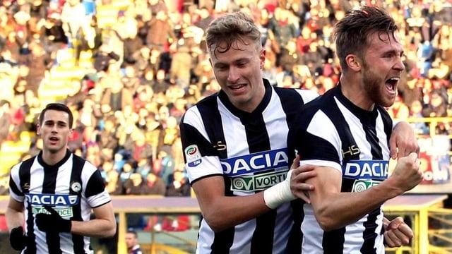 Silvan Widmer (rechts) bejubelt seinen Treffer.