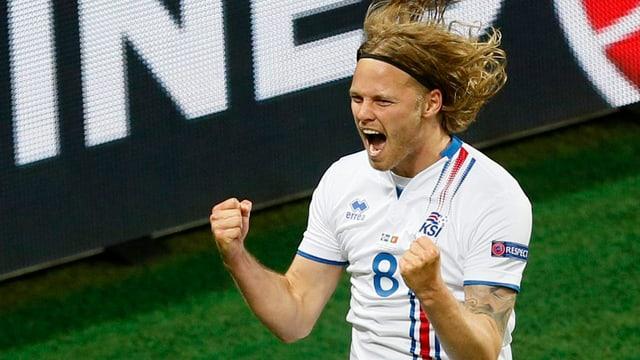 Elmar Bjarnason ha sajettà il 1:1 per l'Islanda.
