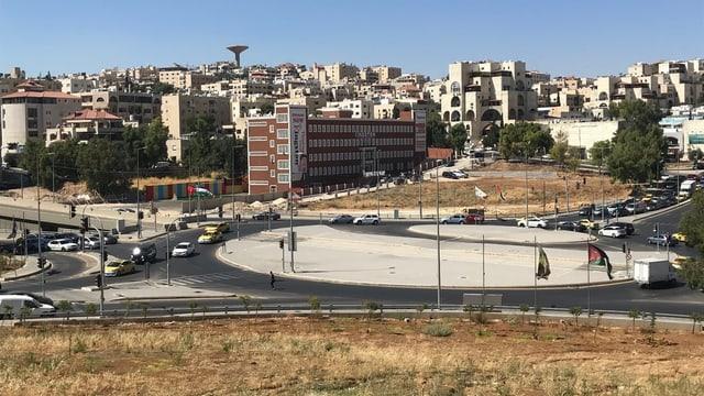Blick auf einen Kreisel in Amman.