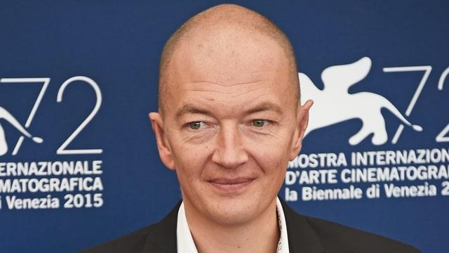 Auf dem Bild ist der Regisseur Samuel Collardey auf dem roten Teppich beim Venedig Filmfestival 2015 zu sehen.