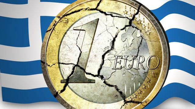 Eine zerbrochene Euro-Münze vor einer griechischen Flagge.
