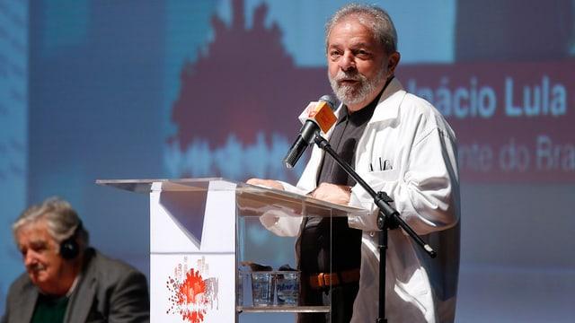 L'anteriur president da la Brasilia, Luiz Inacio Lula da Silva turna en la politica.