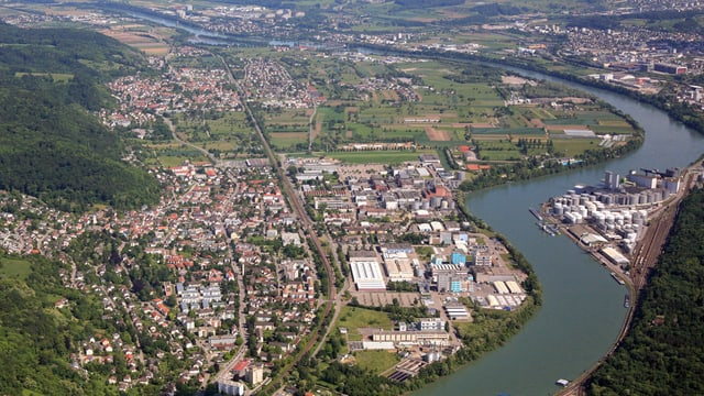 Luftaufnahme des BASF-Geländes am Rhein.