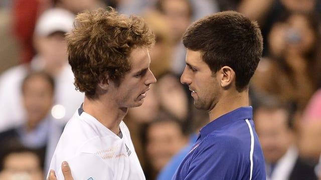 Olympiasieger Andy Murray (l.) fordert am Sonntag Titelverteidiger und Weltnummer 1 Novak Djokovic.