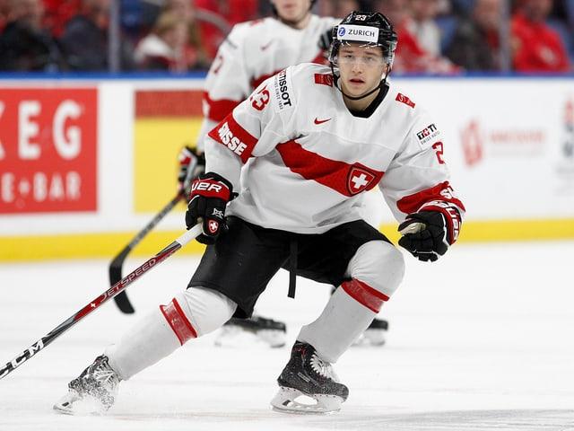 Philipp Kuraschew beim Eishockeyspielen.