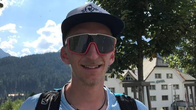 Micha Steiner traversa en set dis las alps